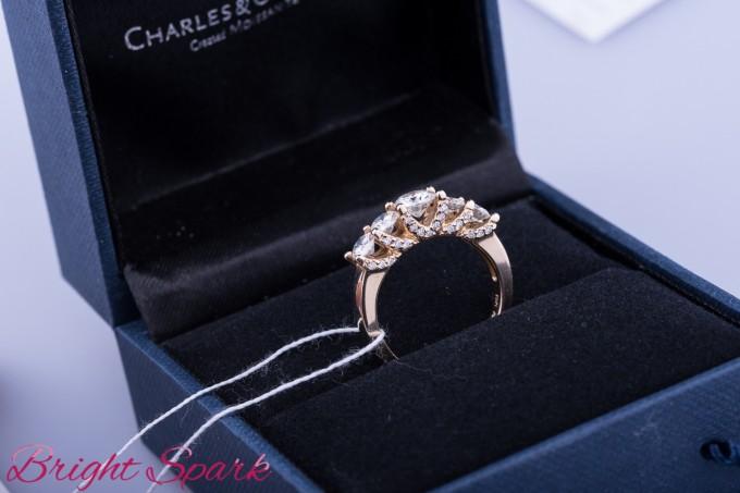 Шикарное кольцо с 5 камнями и россыпью