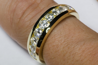 Обручальное кольцо из желтого золота 750 пробы с 9 камнями