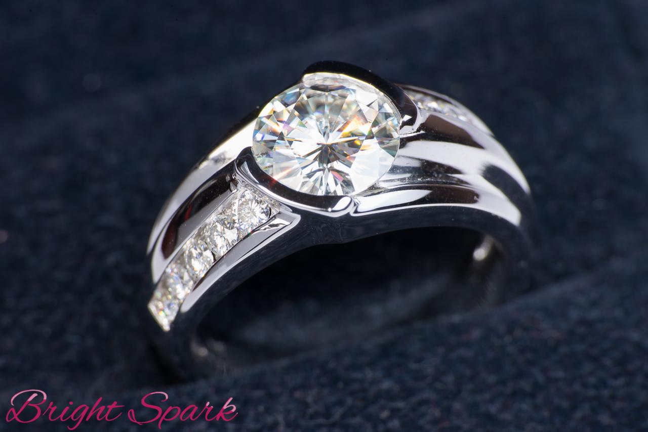 Мужской перстень с бриллиантом 3