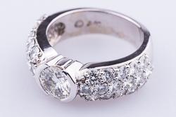 Роскошное кольцо с муассанитом 1 карат