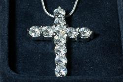 Золотой крест с камнями муассанитами