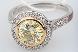 Помолвочное кольцо с желтым бриллиантом муассанитом 1,5 карата в глухой оправе