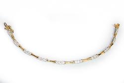 Золотой браслет с камнями муассанитами на 2,2 карата