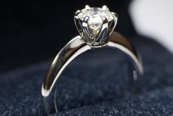 Крупное кольцо в дизайне Tiffany