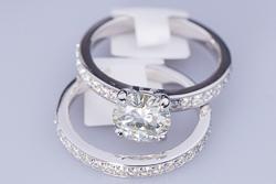 Свадебный комплект колец из белого золота Regina