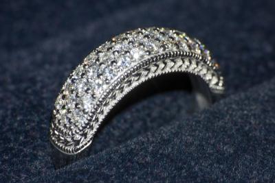 Обручальное кольцо с россыпью камней 0,75 карат