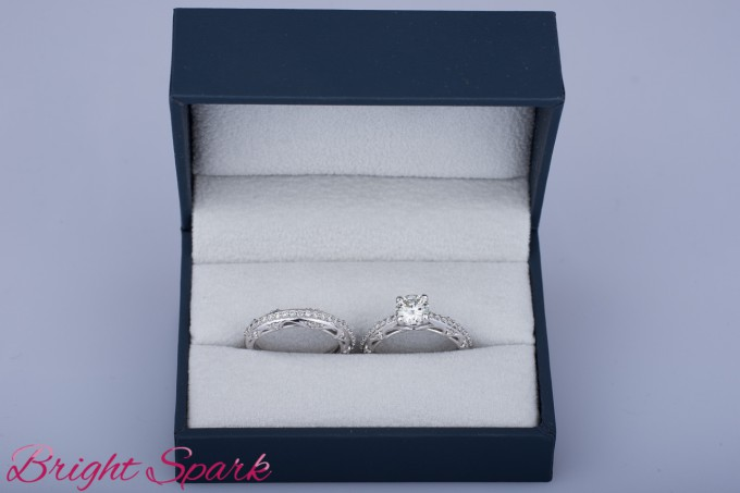 Комплект из помолвочного и обручального кольца с муассанитами ... 46546e93cc5
