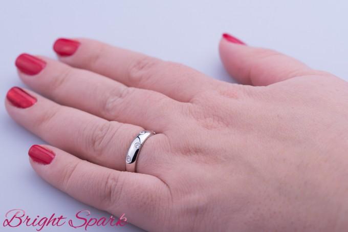 Золотое обручальное кольцо под Tiffany Etoile с камнями