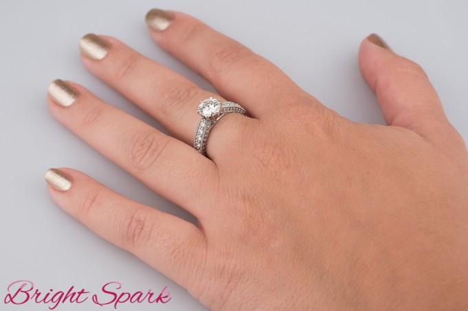 Помолвочное кольцо Adele с муассанитом 7мм улучшенного цвета