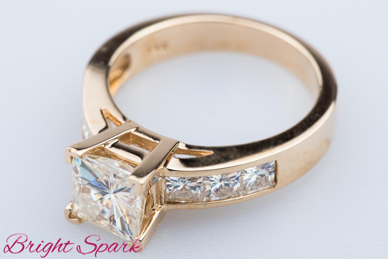 e5b219ed6c4b Кольцо с квадратными камнями из желтого золота – интернет-магазин ...