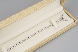 Теннисный браслет из белого золота