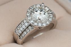 Шикарное помолвочное кольцо Dina с муассанитом 8,5мм