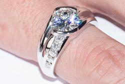 Мужской перстень Arthur с муассанитом на 3 карата
