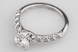 Помолвочное кольцо Gloria с муассанитом и бриллиантами