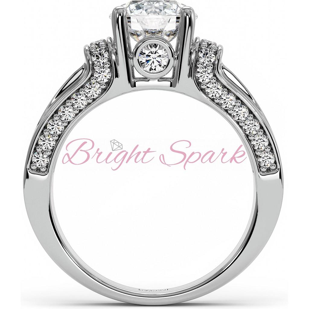 Кольцо с дорожкой сапфиров и бриллиантами из белого золота
