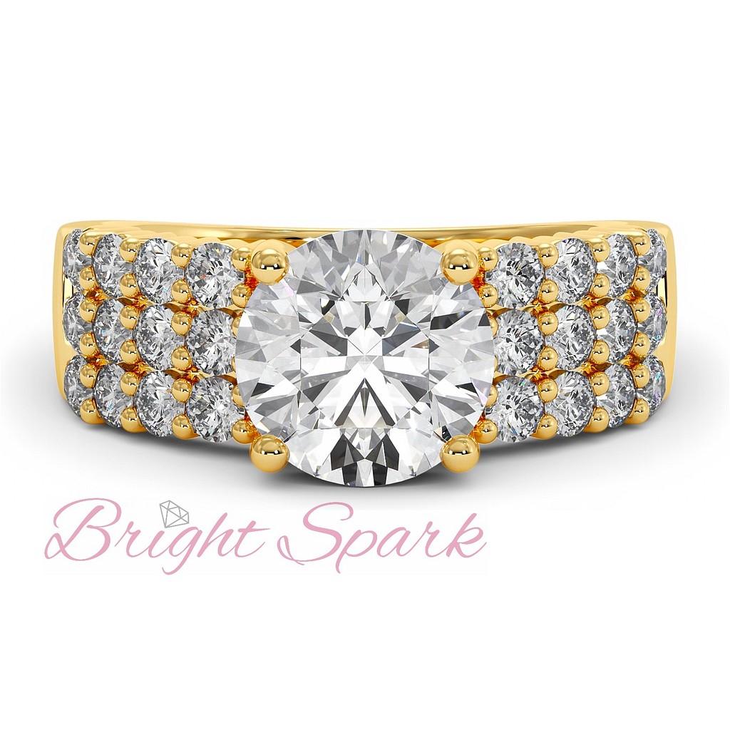 Помолвочное кольцо с тремя дорожками из желтого золота