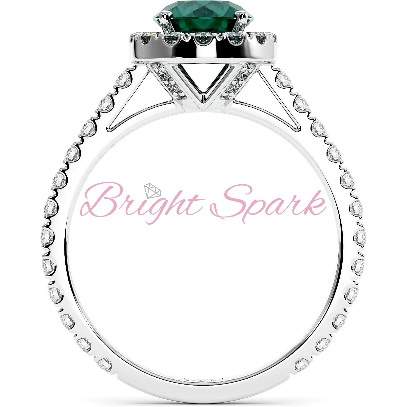 Женственное кольцо белого золота с изумрудом 1 карат, ореолом и дорожкой