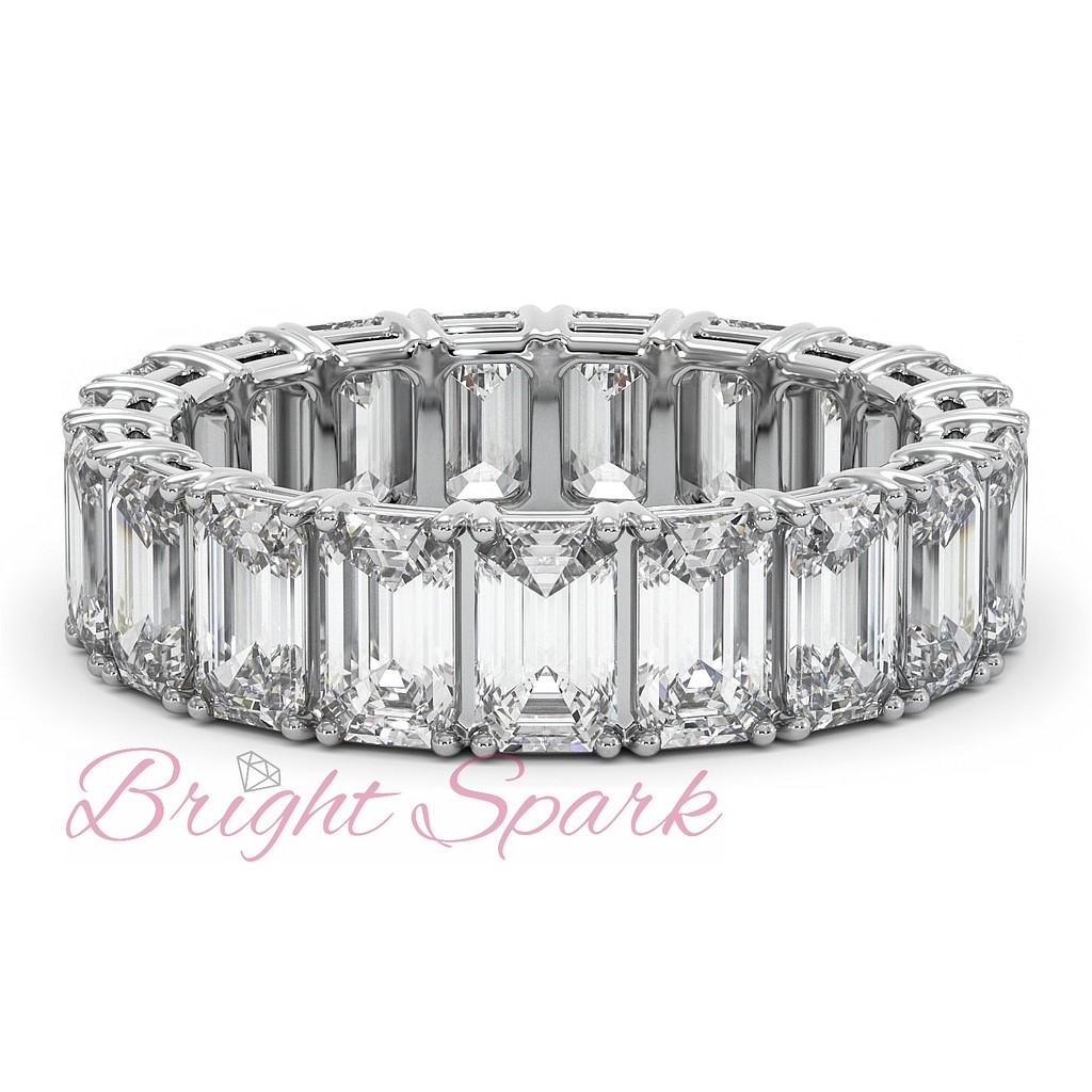 Кольцо с багетными бриллиантами по кругу белое золото