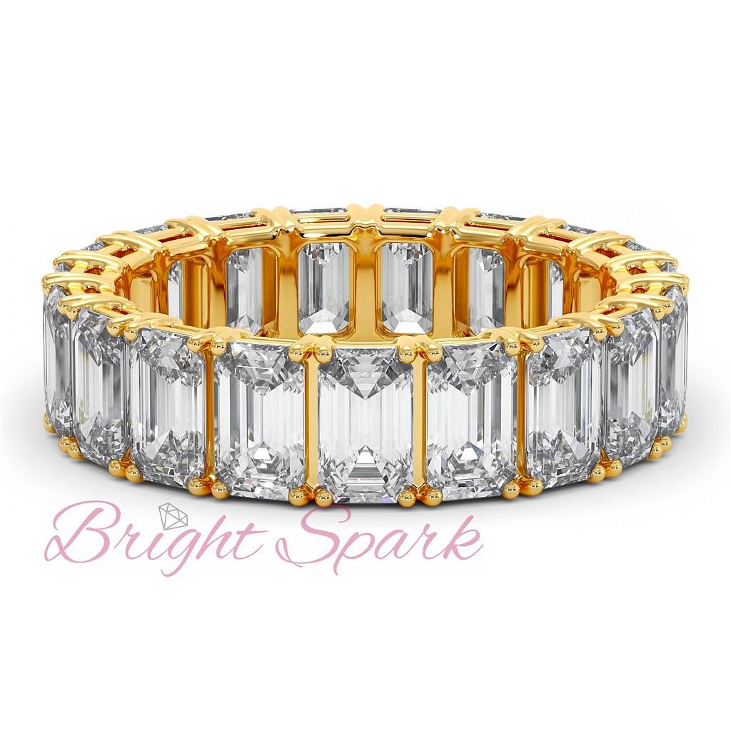 Кольцо с багетными бриллиантами по кругу желтое золото