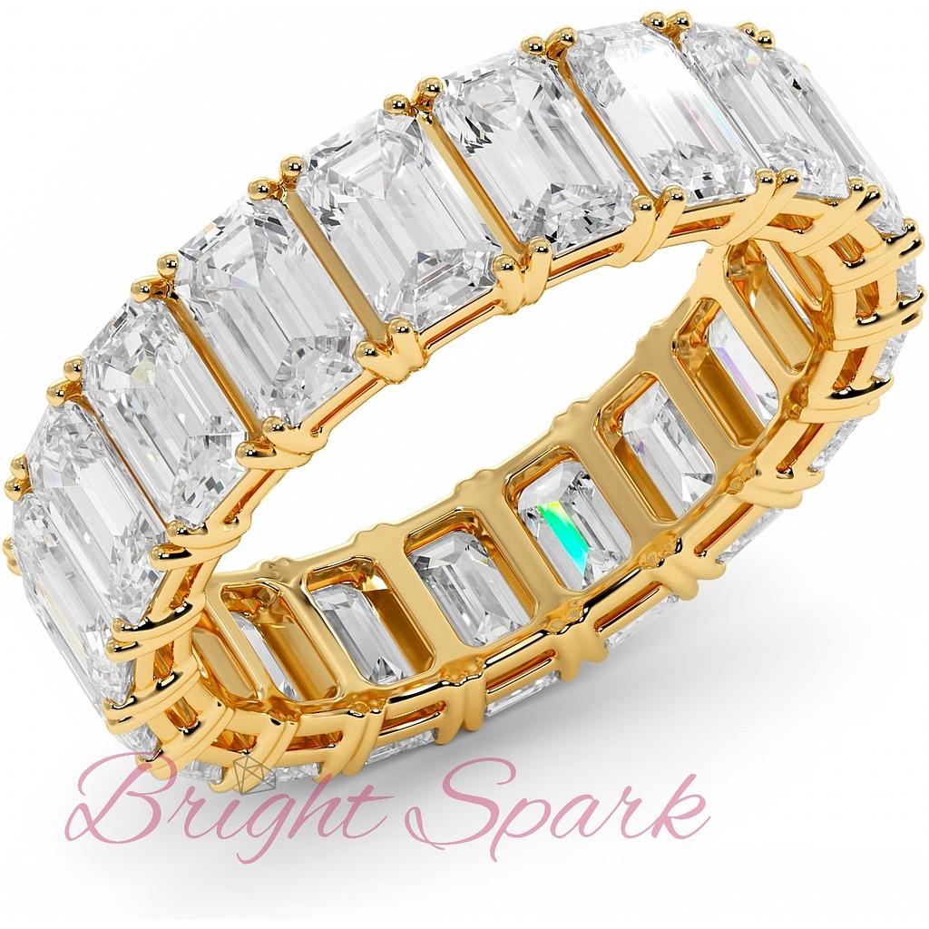 Кольцо с бриллиантами изумрудной огранки по кругу желтое золото