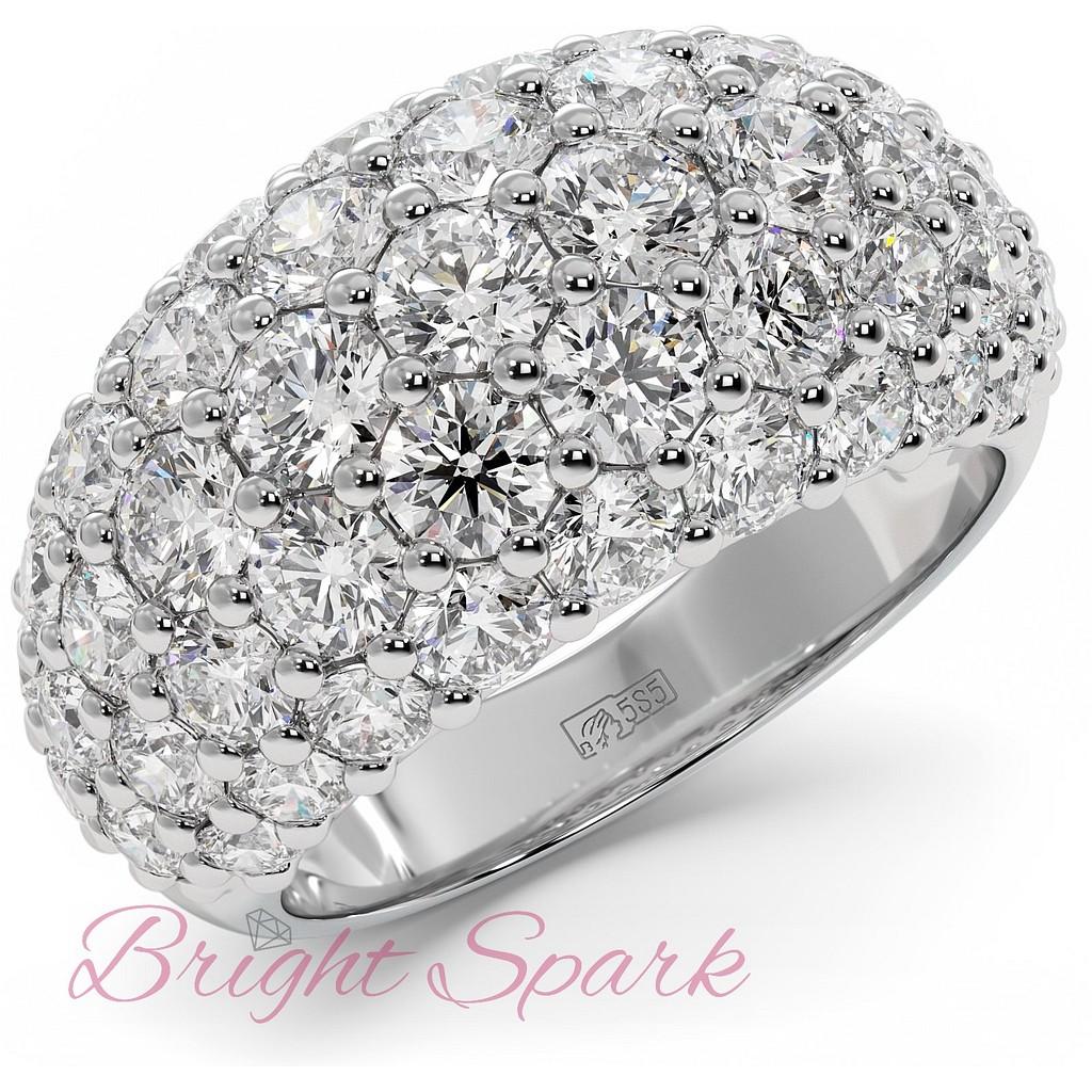 Широкое вечернее кольцо усыпанное камнями муассанитами