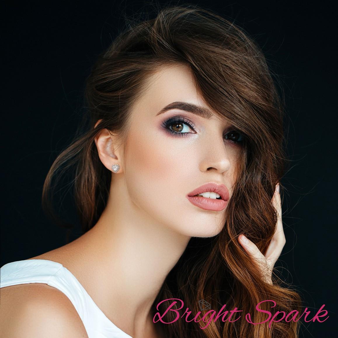 Серьги с муассанитами сердце в обрамлении, Camila на 1,9 карата белого золота в ушке