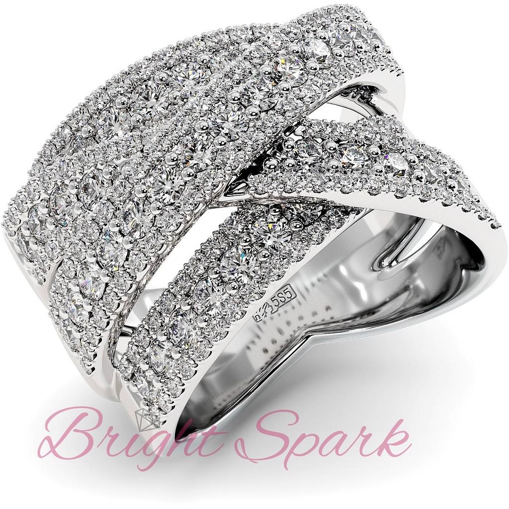 Вечернее кольцо с россыпью муассанитов из белого золота