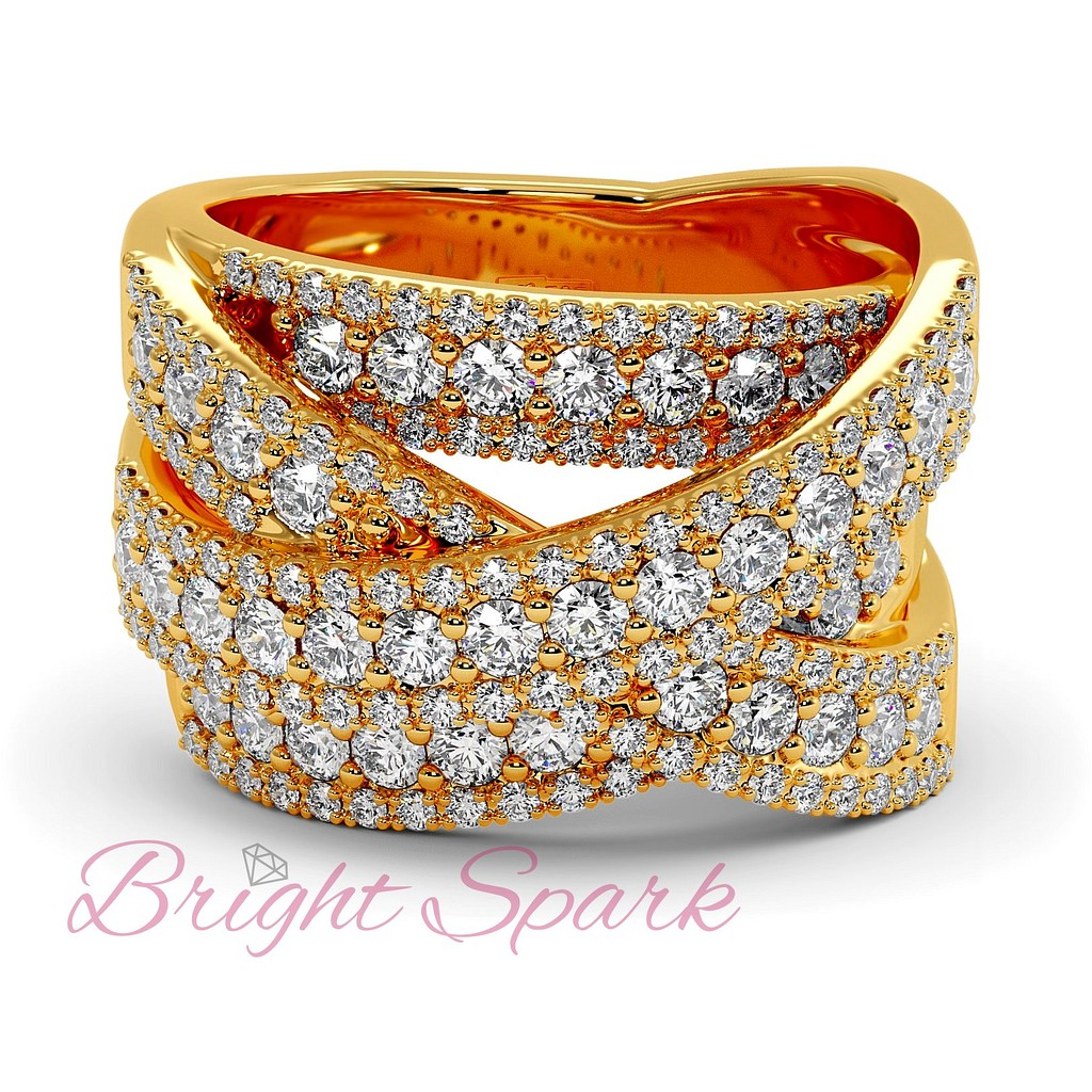 Вечернее кольцо с россыпью бриллиантов из желтого золота
