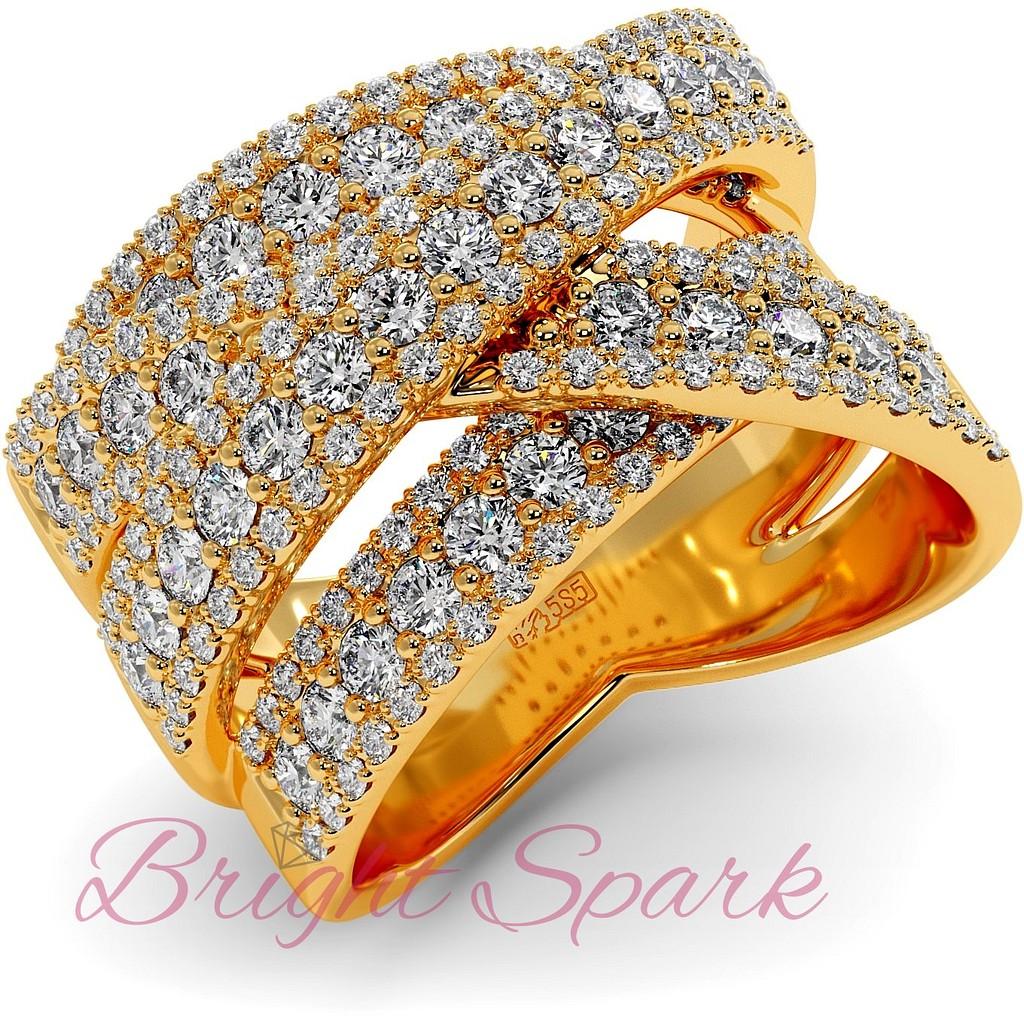 Вечернее кольцо с россыпью муассанитов из желтого золота