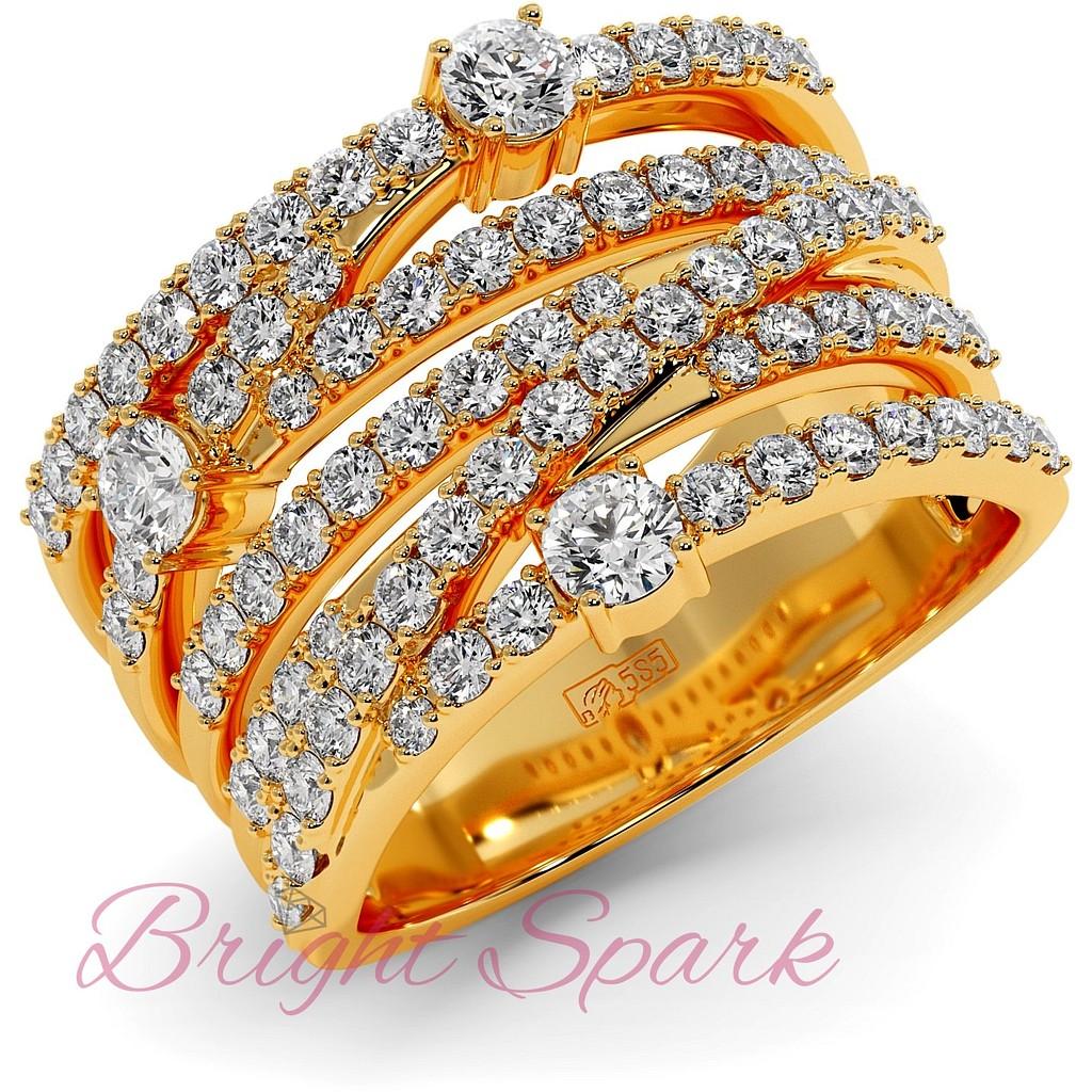 Вечернее кольцо с переплетением дорожек муассанитов из желтого золота