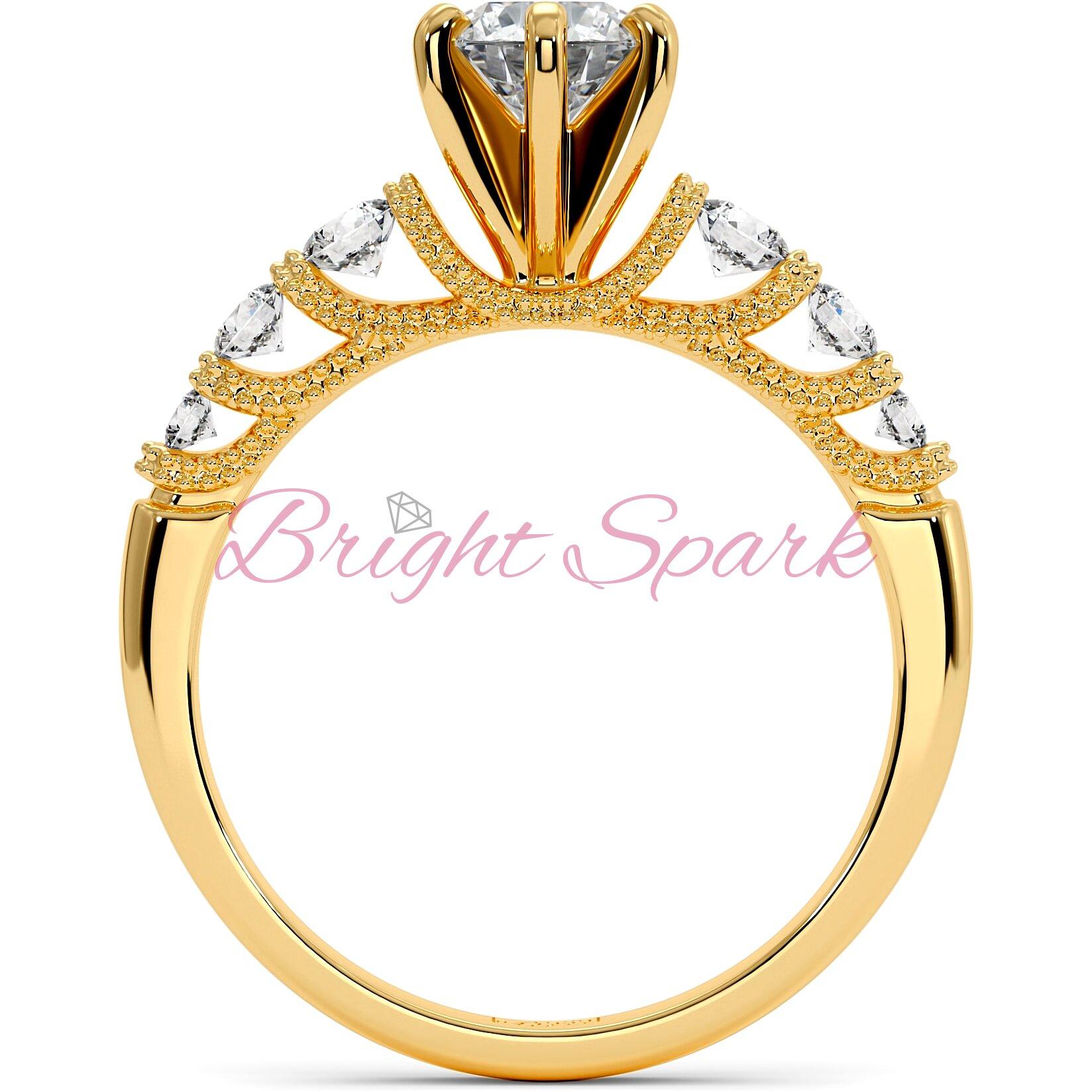 Кольцо с филигранью и боковыми камнями из желтого золота