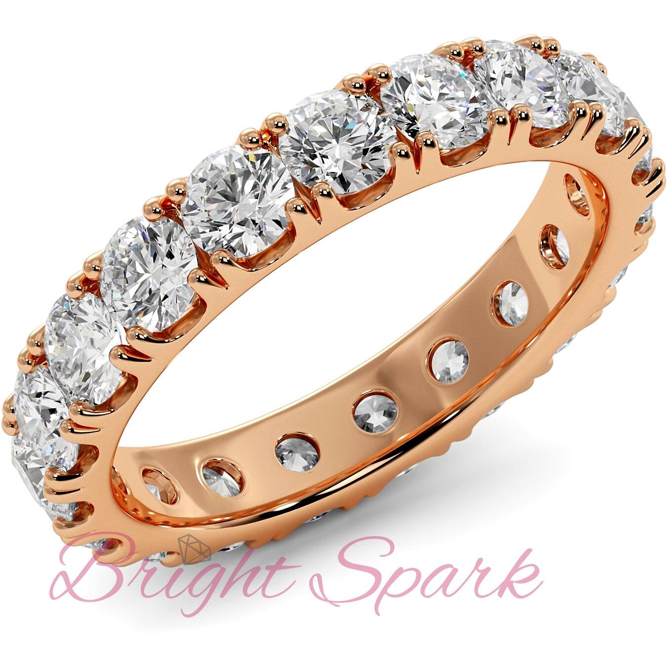 Кольцо розового золота с камнями по кругу