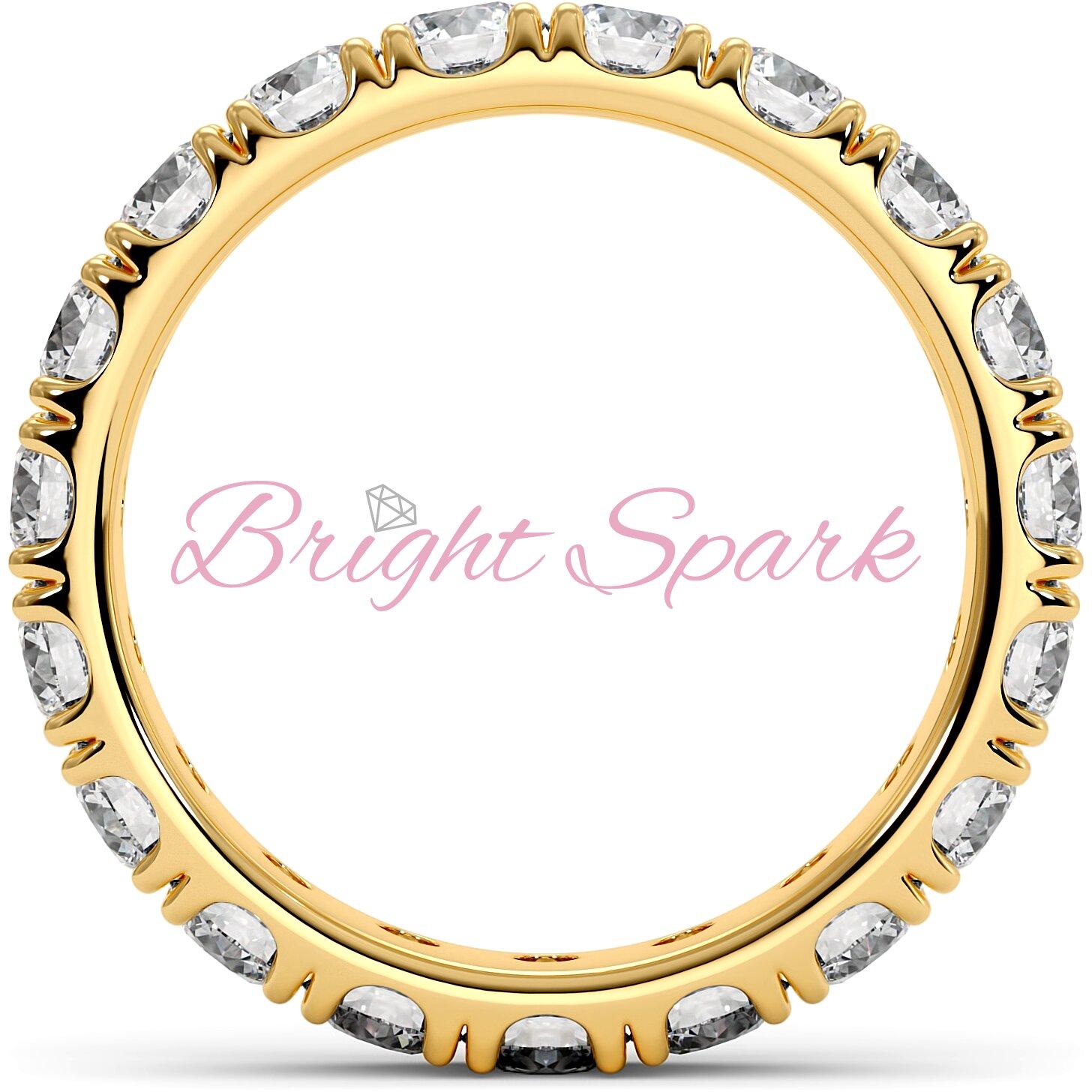 Изящное кольцо желтого золота с камнями по кругу