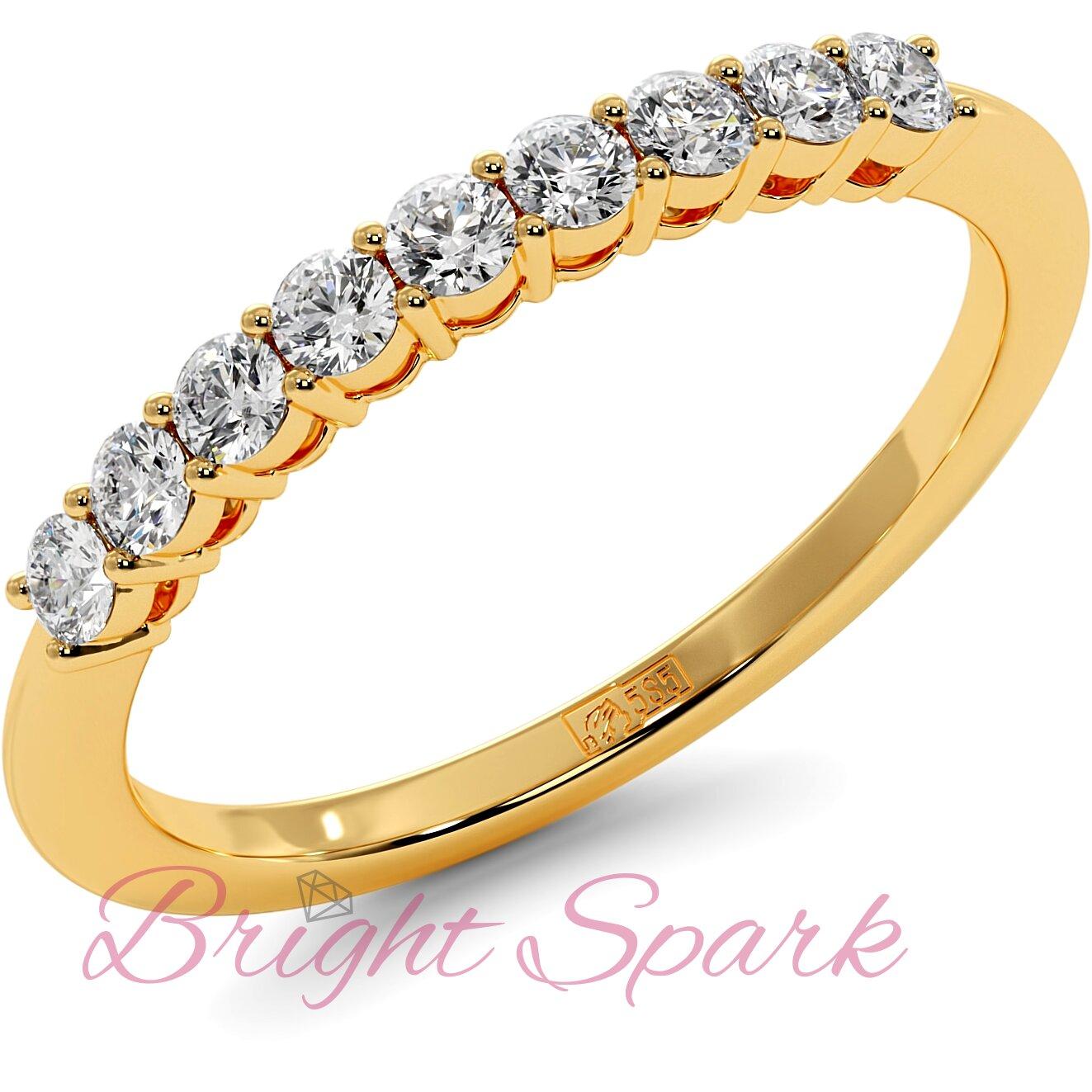 Обручальное кольцо желтого золота с дорожкой из девяти камней Embrace на 0,3 карат