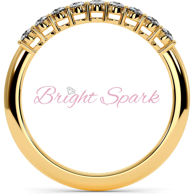 Обручальное кольцо желтого золота с дорожкой камней Embrace на 0,3 карат