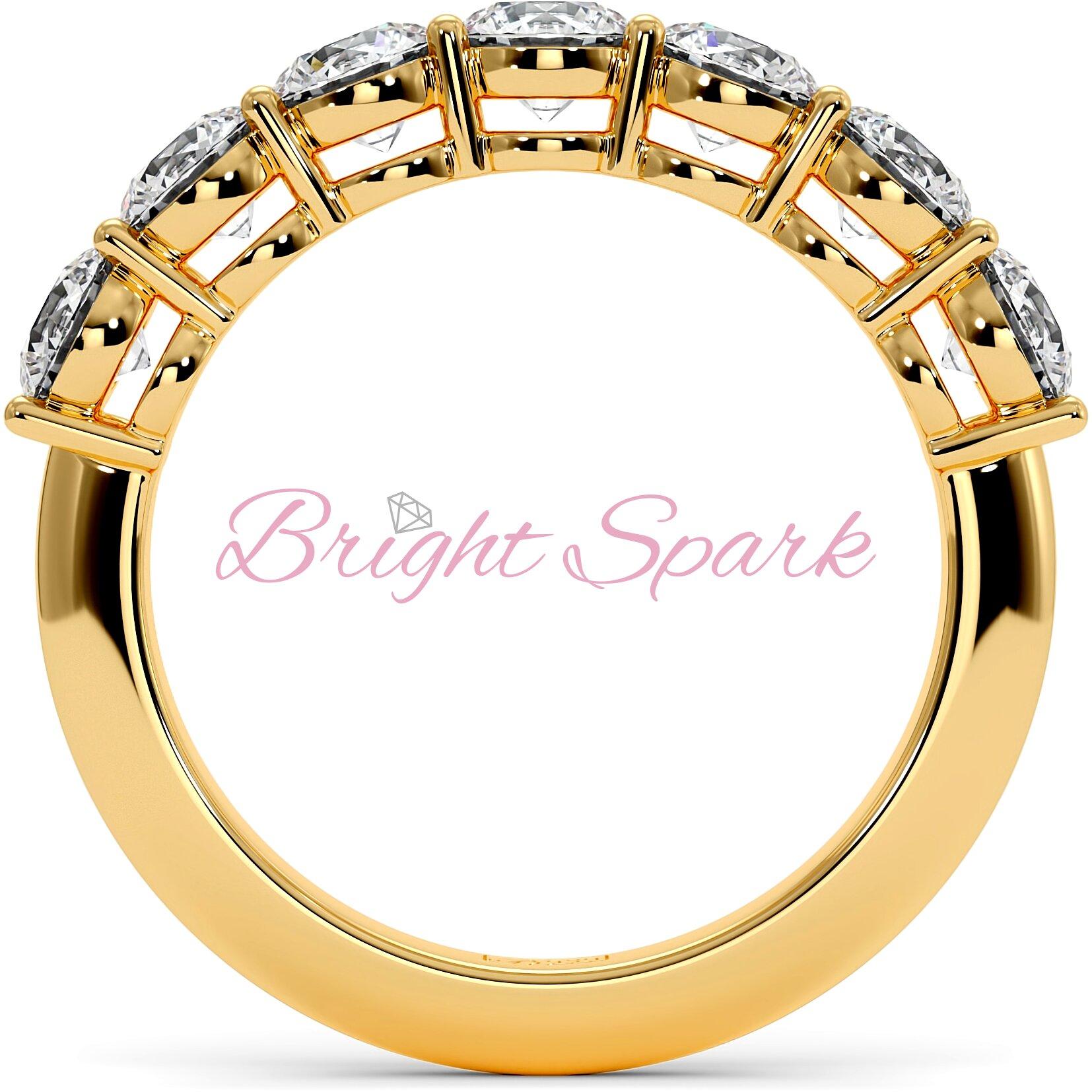 Обручальное кольцо желтого золота с дорожкой из семи камней Embrace 1,7 карат