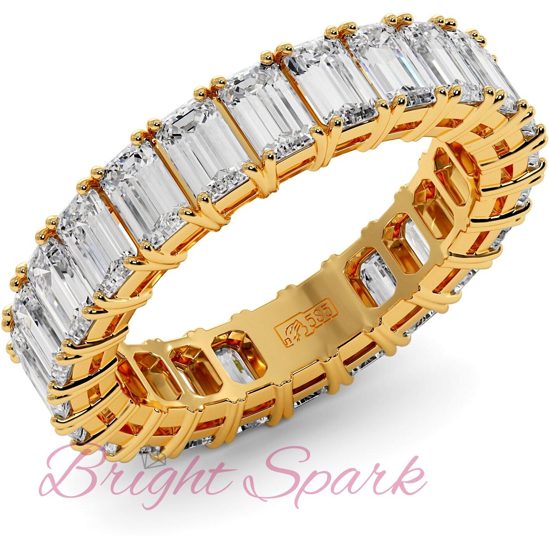 Кольцо с бриллиантами изумрудной огранки по кругу желтое золото 3,6 карата