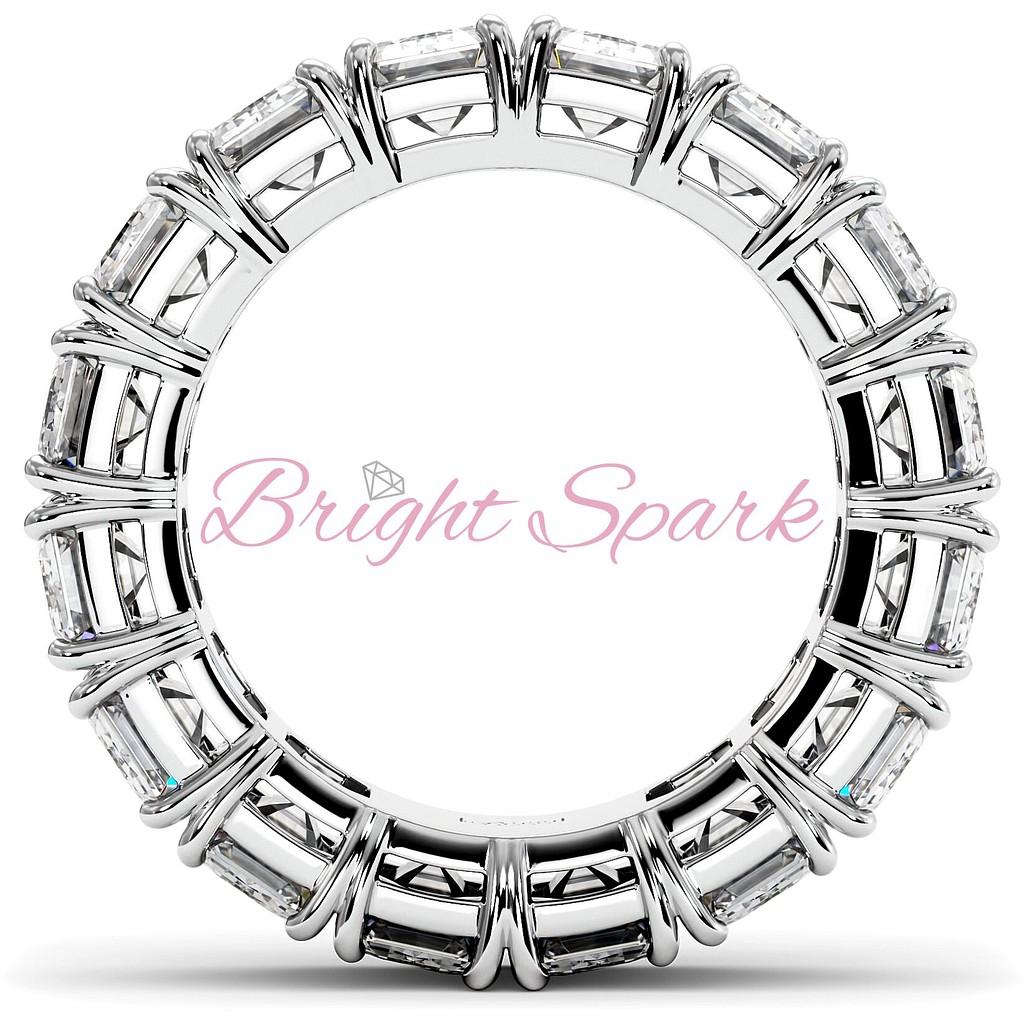Кольцо с бриллиантами изумрудной огранки белое золото 9,6 карата