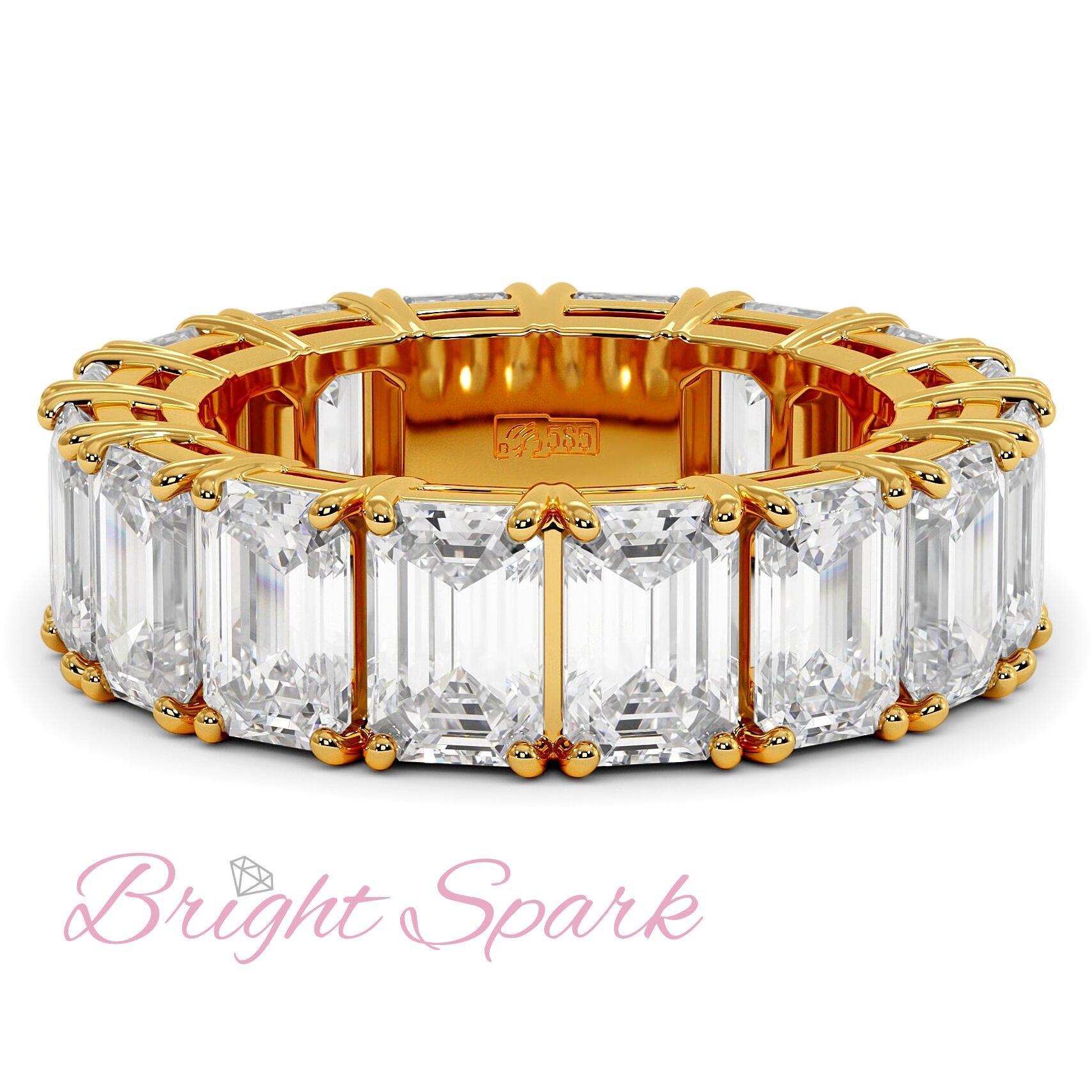 Кольцо с муассанитами изумрудной огранки по кругу желтое золото 9,6 карата