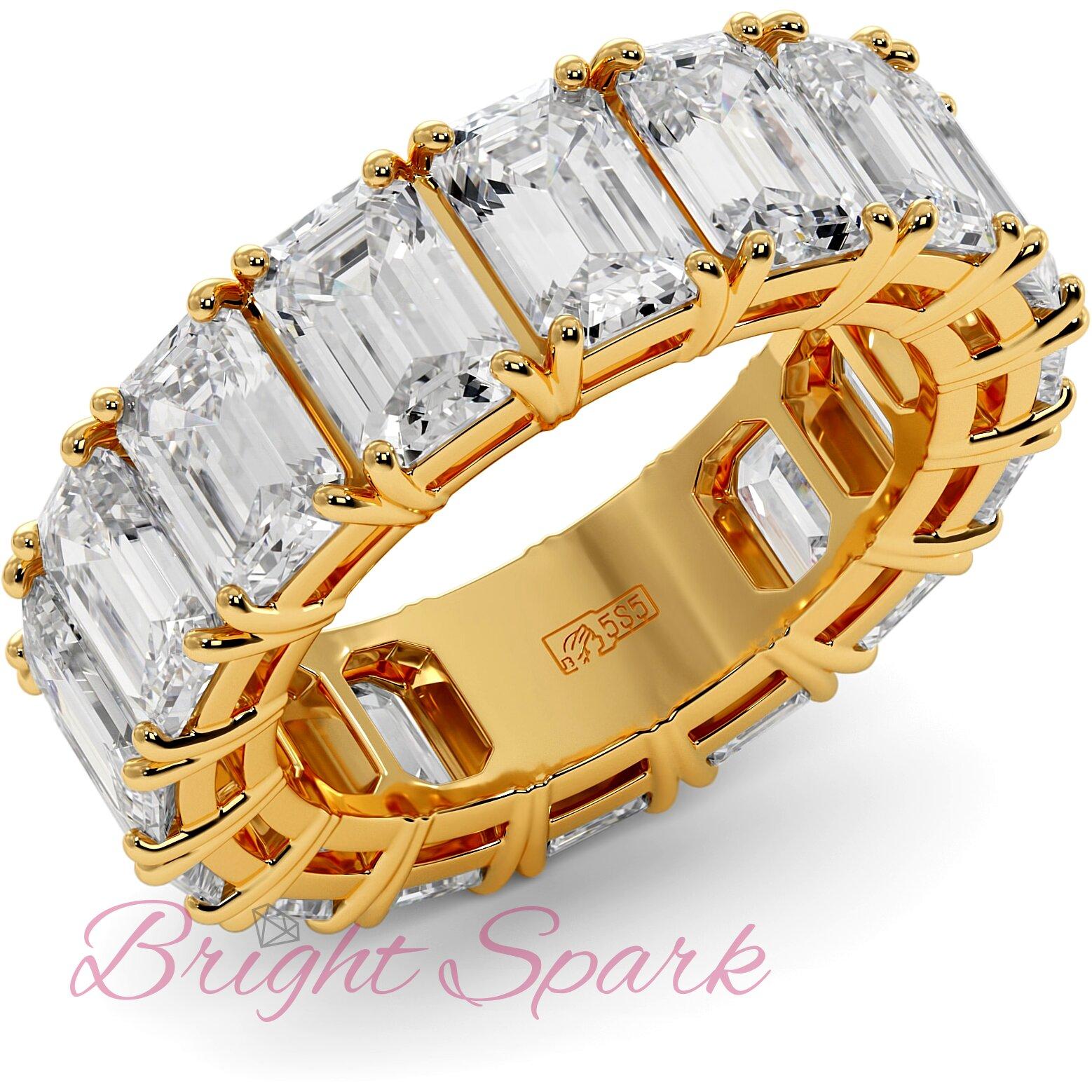 Кольцо с бриллиантами изумрудной огранки по кругу желтое золото 9,6 карата