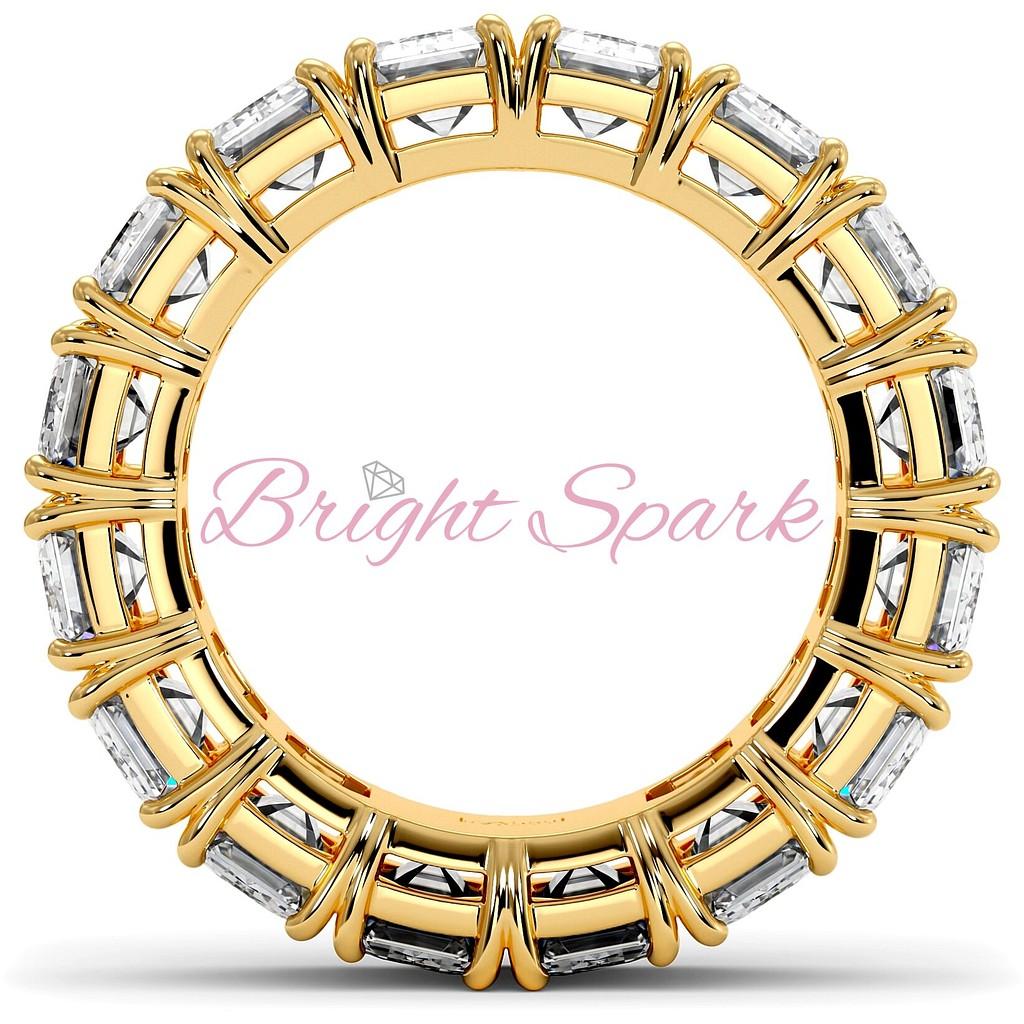 Кольцо с бриллиантами изумрудной огранки желтое золото 9,6 карата