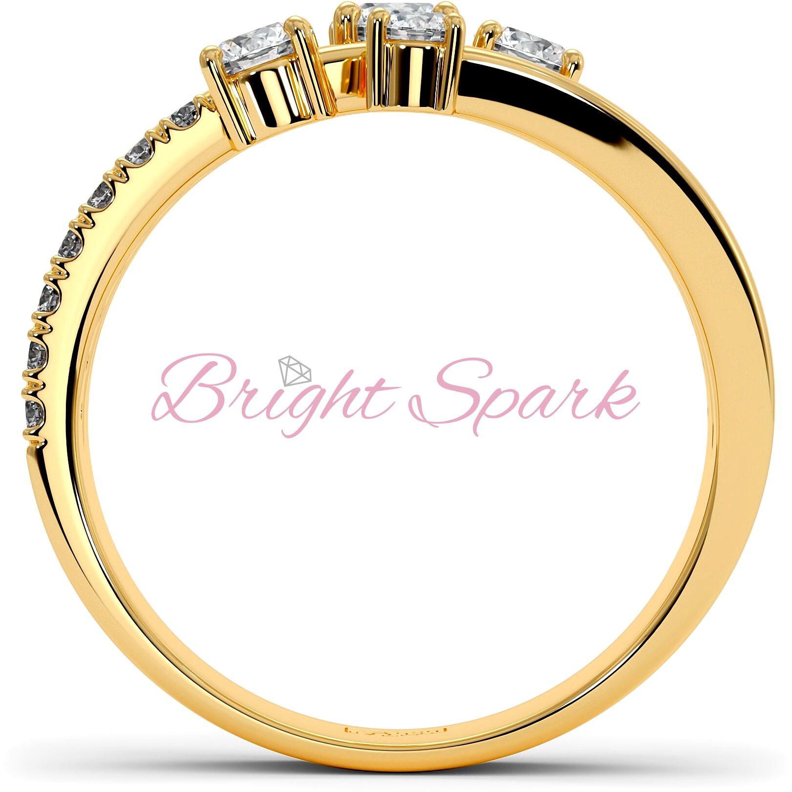 Кольцо желтого золота с муассанитами и ветвящейся дужкой Vera на 0,7 карата