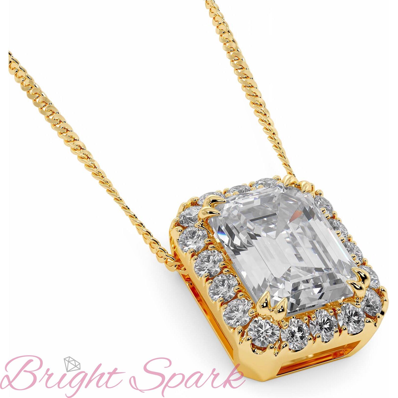 Кулон желтого золота с бриллиантом изумрудной огранки в ореоле 1,8 карата Bertha