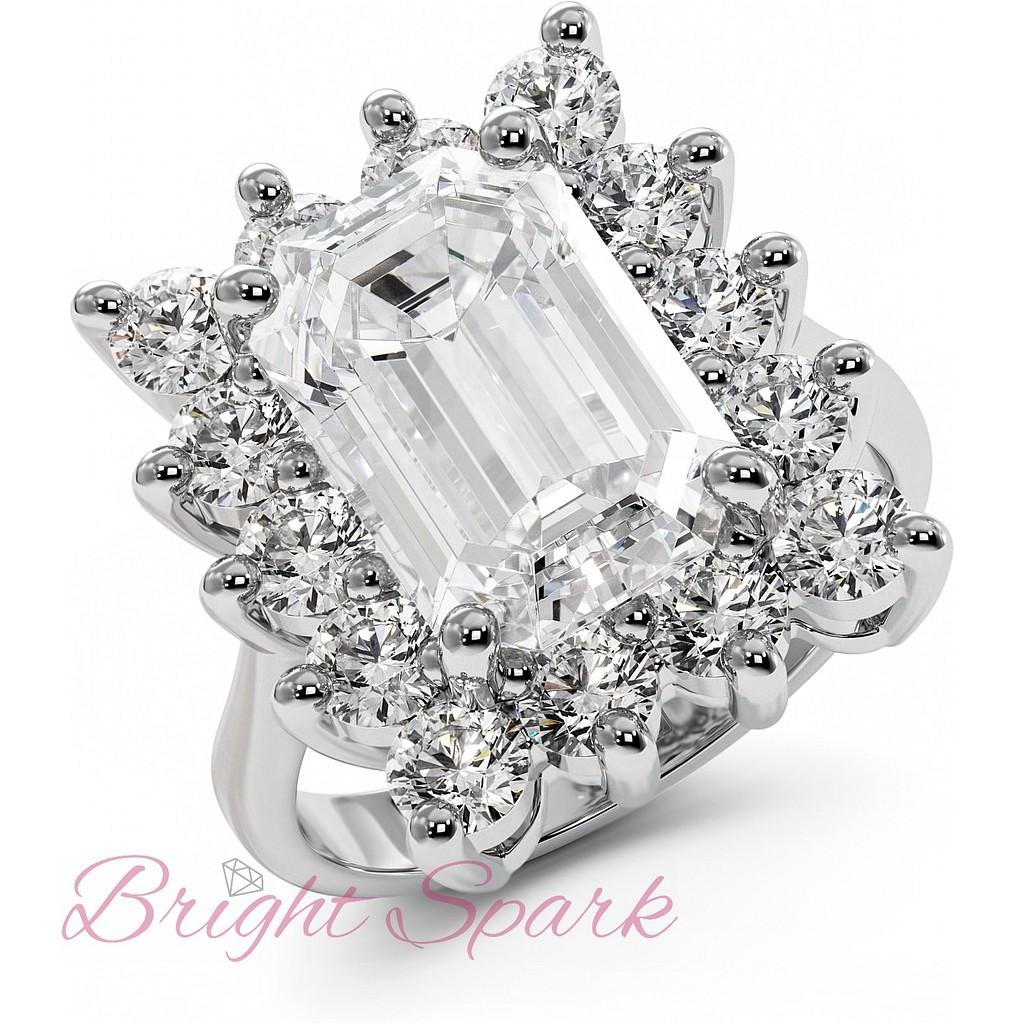 Кольцо с крупным бриллиантом в ореоле бриллиантов